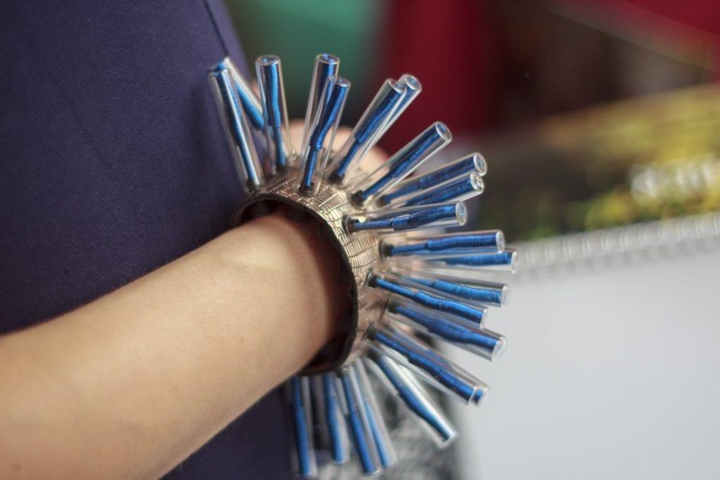Hedgehog's Hugs złoto-niebieska bransoleta z kolcami
