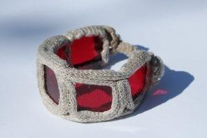 Bransoletka - ze szkła i lnu czerwona