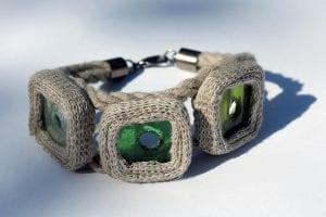 Bransoletka ze szkła i lnu zielona