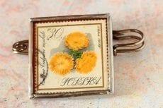 Dzikie Twory broszka ze znaczkiem pocztowym kwiat centuria II