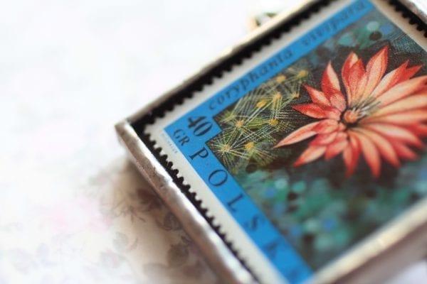 Dzikie Twory - broszka ze znaczkiem pocztowym kwiat coryphanta