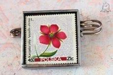 Dzikie Twory - broszka ze znaczkiem pocztowym kwiat kurzyślad polny