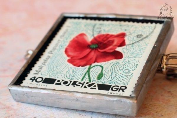 Dzikie Twory - broszka ze znaczkiem pocztowym kwiat mak polny