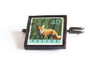 Dzikie Twory - broszka ze znaczkiem pocztowym lis