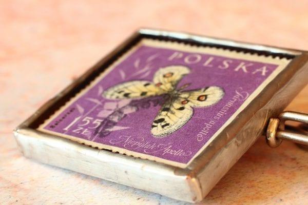 Dzikie Twory broszka ze znaczkiem pocztowym motyl apollo
