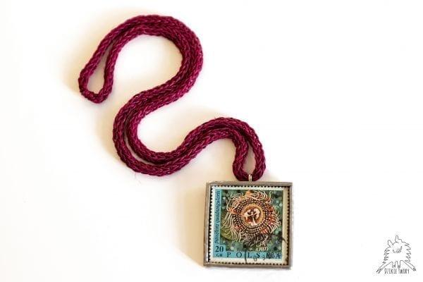 Dzikie Twory naszyjnik ze znaczkiem pocztowym passiflora