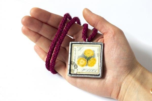 Dzikie Twory - wielkość naszyjnika ze znaczkiem pocztowym kwiat centuria