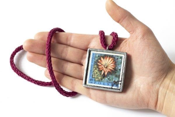 Dzikie Twory - wielkość naszyjnika ze znaczkiem pocztowym kwiat coryphanta