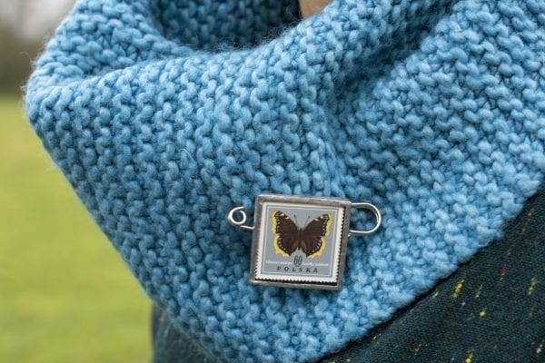 Dzikie Twory - broszka ze znaczkiem pocztowym motyl rusałka rusałka żałobnik