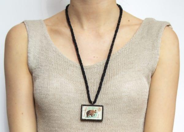 Dzikie Twory - długość naszyjnika ze znaczkiem pocztowym niedźwiedź posta romana