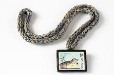 Dzikie Twory - naszyjnik ze znaczkiem pocztowym foki zoo warszawa