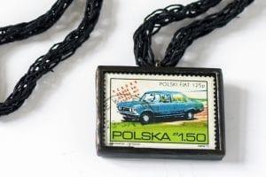 Dzikie Twory - naszyjnik ze znaczkiem pocztowym polski fiat 125p detal