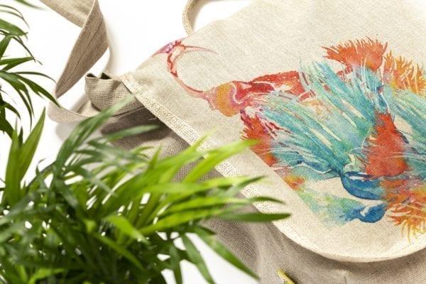 Dzikie Twory - lniana torba z akwarelowym nadrukiem ptak w zaroślach ciemny len zbliżenie na detal