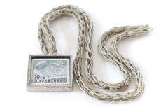 Dzikie Twory - naszyjnik ze znaczkiem pocztowym z 1952 roku spadochroniarze