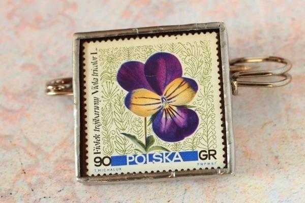 Dzikie Twory naszyjnik ze znaczkiem pocztowym z 1964 roku - fiołek trójbarwny
