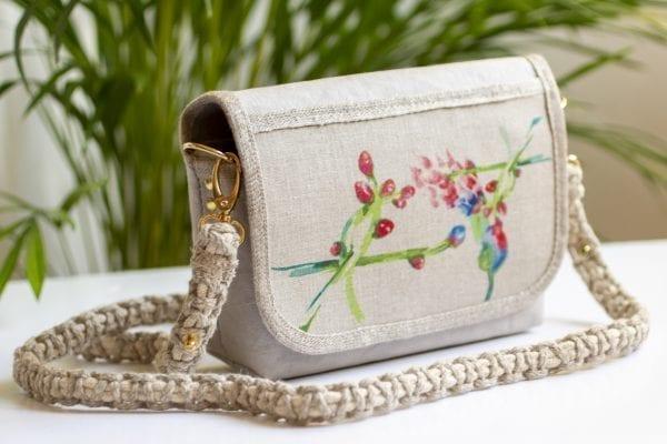 Dzikie Twory - mała torebka z lnu i jasnoszarej Washpapy - paw wśród gałęzi - przód