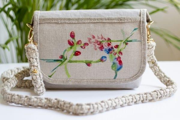 Dzikie Twory - mała torebka z lnu i jasnoszarej Washpapy - paw wśród gałęzi - przód torebki