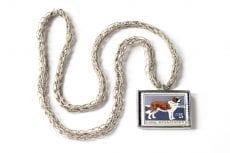 Dzikie Twory naszyjnik ze znaczkiem pocztowym z Bułagarii z 1964 roku - pies bernardyn
