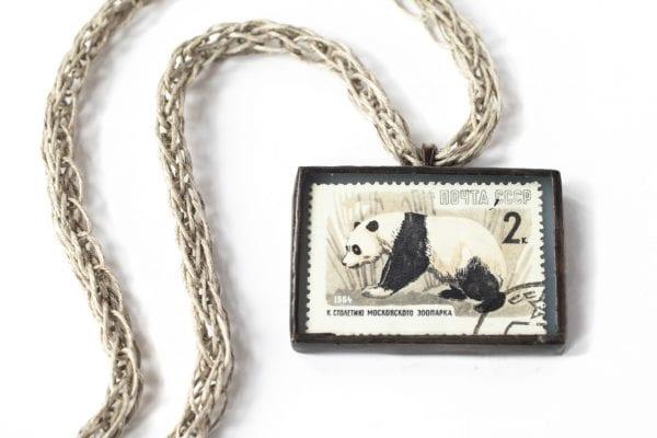 Dzikie Twory naszyjnik ze znaczkiem pocztowym z ZSSR z 1964 - panda