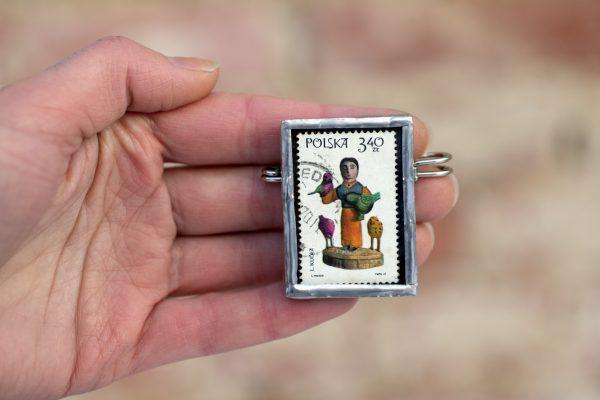 Dzikie Twory broszka ze znaczkiem pocztowym z 1969 roku - rzeźba autorstwa Leona Kudły