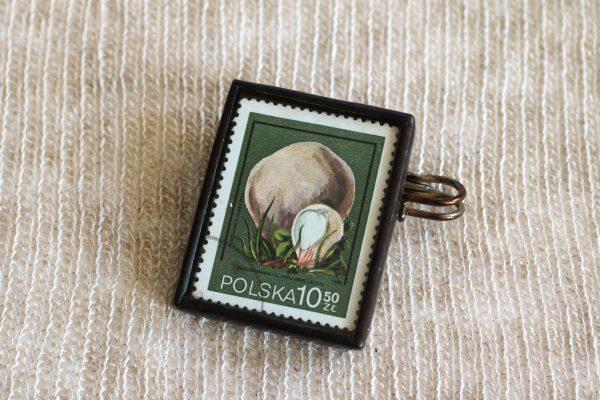 Dzikie Twory - broszka ze znaczkiem pocztowych z 1980 roku - grzyb purchawica olbrzymia